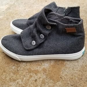 Blowfish Grey Slouch Button Chukka Sneakers